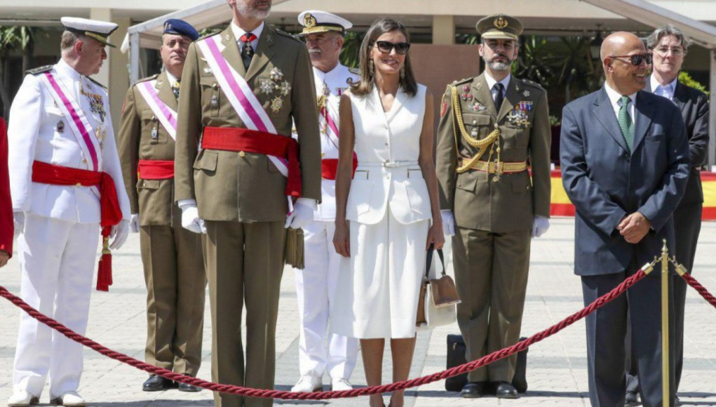 Queen Letizia reconciles with Felipe Varela with her dazzling debut look