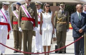 Queen Letizia reconciles with Felipe Varela with her dazzling debut look