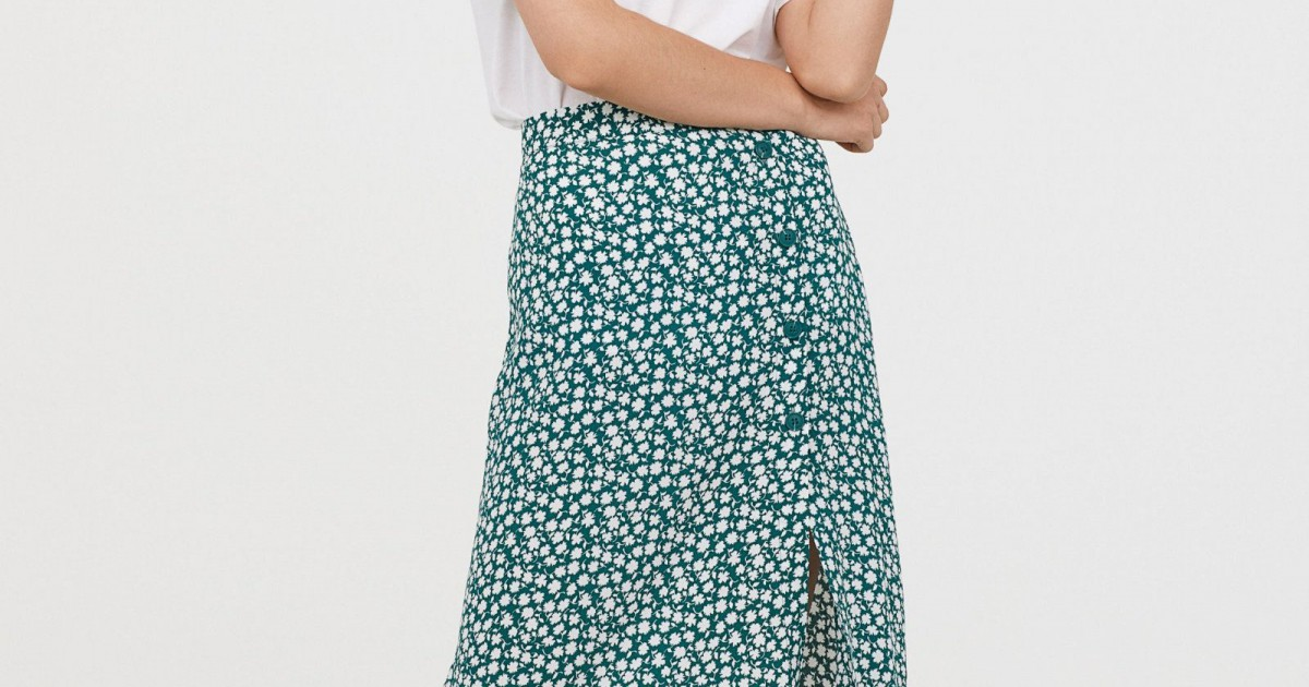 H&M wears out a skirt with flowers that all 'influencers' wear.