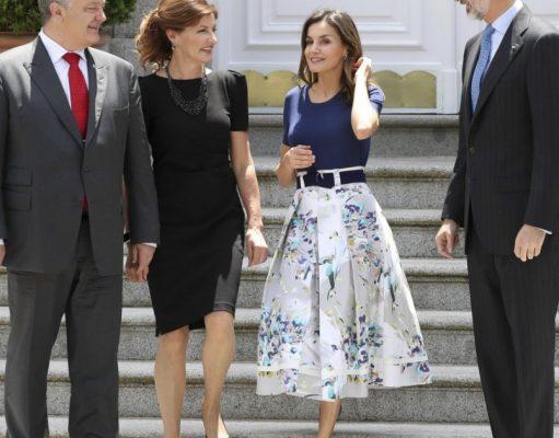 Queen Letizia and her flattering sale skirt