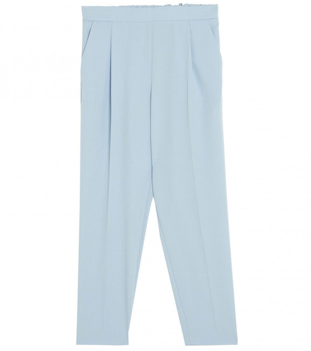 Pull&Bear basic jogging trousers in pastel blue, for 17,99 euros.