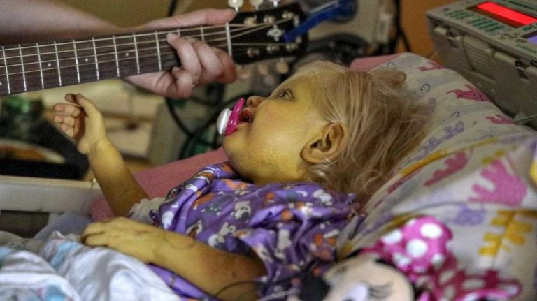 Miami Holtz Hospital is using music therapy to sedate young patients.