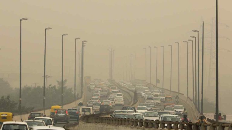 A panel of experts declares  health emergency in New Delhi  due to pollution