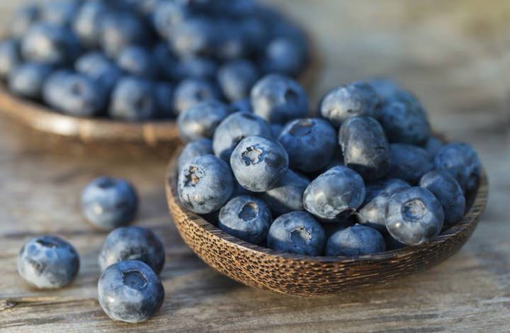 Are blueberries fattening and how many calories do they provide?