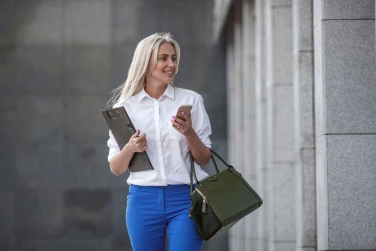 Tips for wearing handbags and not mismatching your outfit